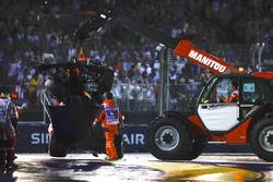 Эвакуация разбитой Red Bull Racing RB13 Макса Ферстаппена