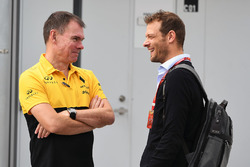 Alan Permane, Renault Sport F1 Team Race Engineer, Alex Wurz, Williams Driver Coach