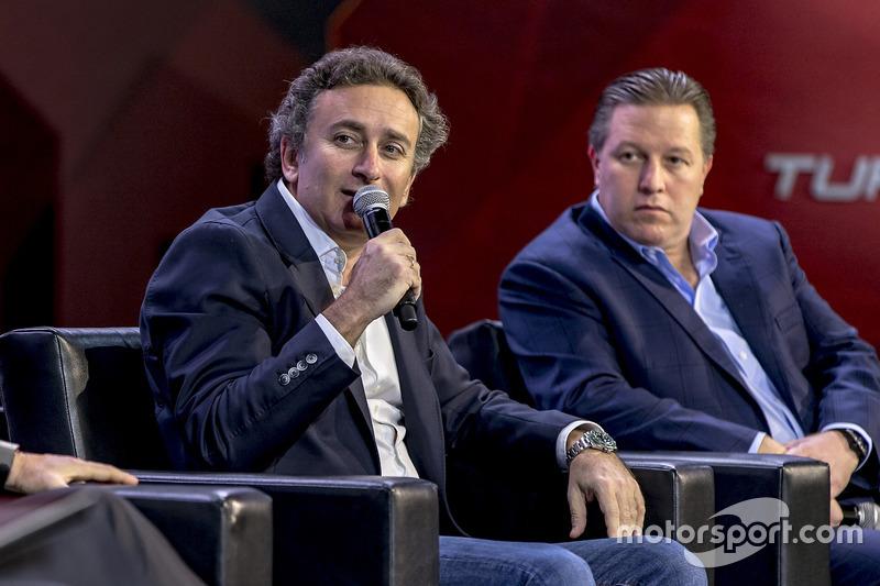 Jean Todt, Presidente, FIA, Alejandro Agag, Fórmula E CEO, Zak Brown, Presidente, Motorsport Network y Avin Arumugam, SVP, Internet de las cosas, Visa