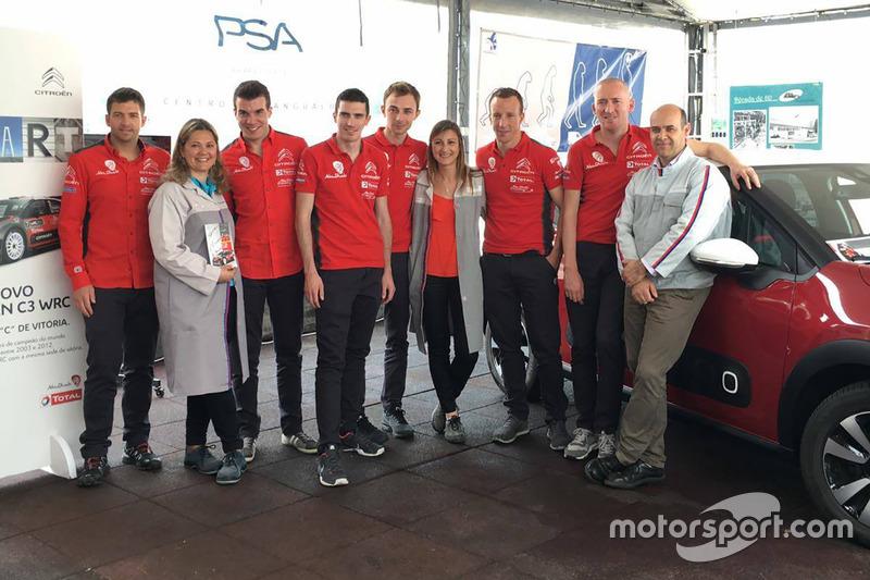 Scott Martin, Gabin Moreau, Craig Breen, Stéphane Lefebvre, Kris Meeke et Paul Nagle, Citroën World Rally Team, avec des gens de l'usine PSA de Mangualde
