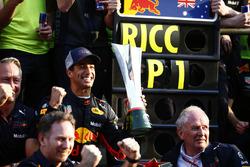 Race winner Daniel Ricciardo, Red Bull Racing, Jonathan Wheatley, Team Manager, Red Bull Racing, Christian Horner, Team Principal, Red Bull Racing, Helmut Markko, Consultant, Red Bull Racing, Max Verstappen, Red Bull Racing, and the Red Bull team celebrate