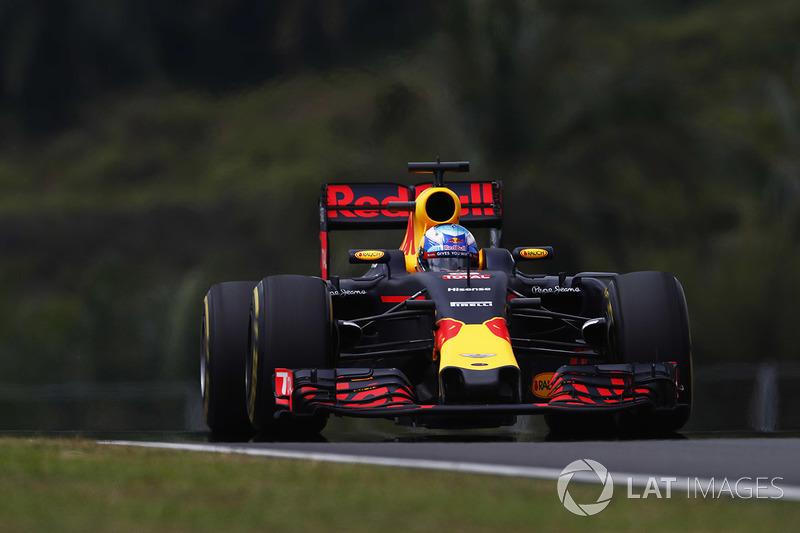 GP da Malásia 2016: A corrida maluca teve acidente envolvendo Sebastian Vettel e Nico Rosberg logo no início...