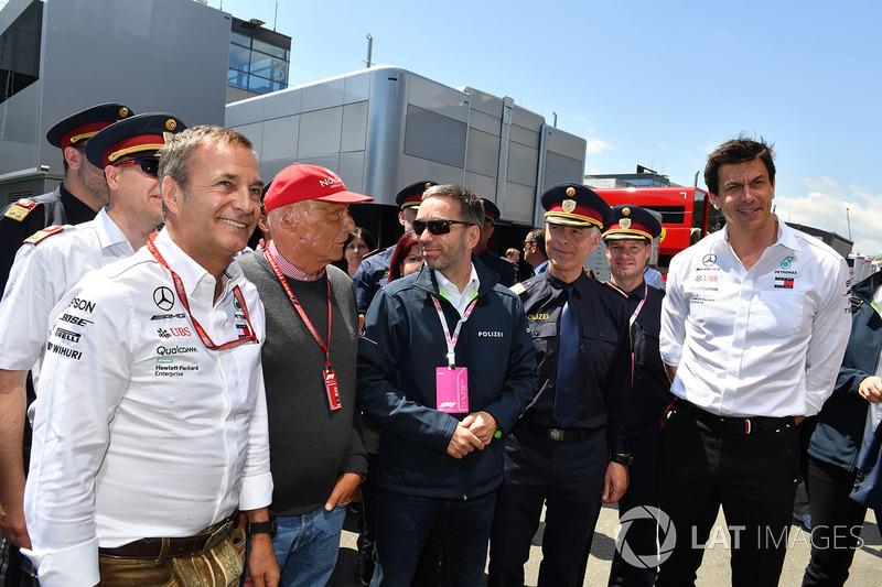 Niki Lauda, directeur non exécutif de Mercedes AMG F1 et Herbert Kickl, Ministre de l'Intérieur autrichien et Toto Wolff, directeur exécutif de Mercedes AMG