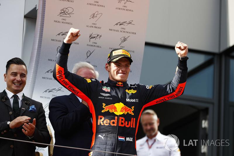 Max Verstappen, Red Bull Racing, vainqueur, arrive sur le podium