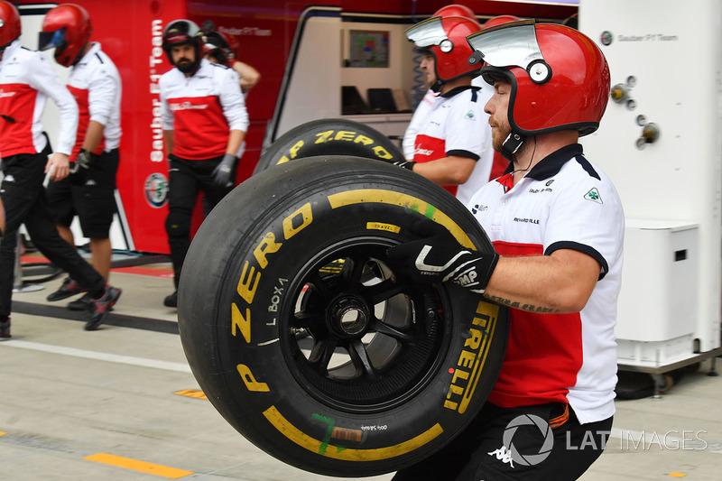 Mecánica Sauber con neumáticos Pirelli