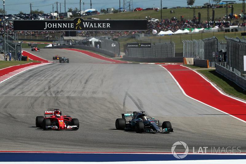 Lewis Hamilton, Mercedes-Benz F1 W08 y Sebastian Vettel, Ferrari SF70H