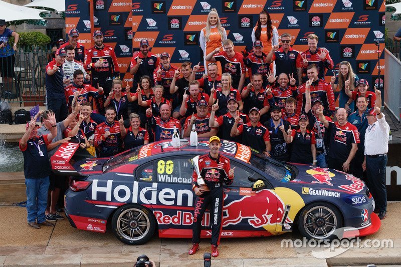 Jamie Whincup lifts his seventh Supercars title in 2017