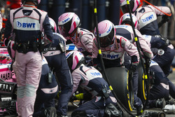 Esteban Ocon, Force India VJM11, pitstop