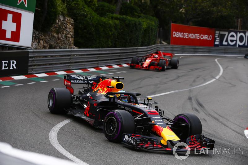 Sebastian Vettel terminou em segundo mesmo com Daniel Ricciardo visivelmente com problemas mecânicos. O alemão simplesmente não conseguiu fazer o ataque pela liderança.