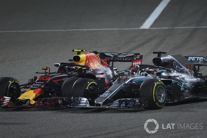 https://cdn-4.motorsport.com/images/mgl/YpxoPagY/s8/f1-bahrain-gp-2018-lewis-hamilton-mercedes-amg-f1-w09-and-max-verstappen-red-bull-racing-r.jpg