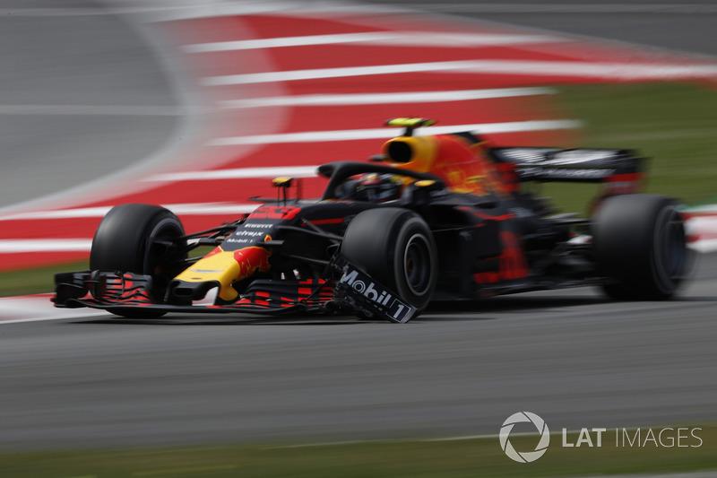 Max Verstappen, Red Bull Racing RB14 con l'ala anteriore rotta