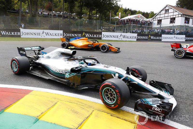 Valtteri Bottas largou em 17º, bateu em Sirotkin na largada, mas se recuperou e terminou em quarto. Nem uma punição de cinco segundos atrapalhou o finlandês