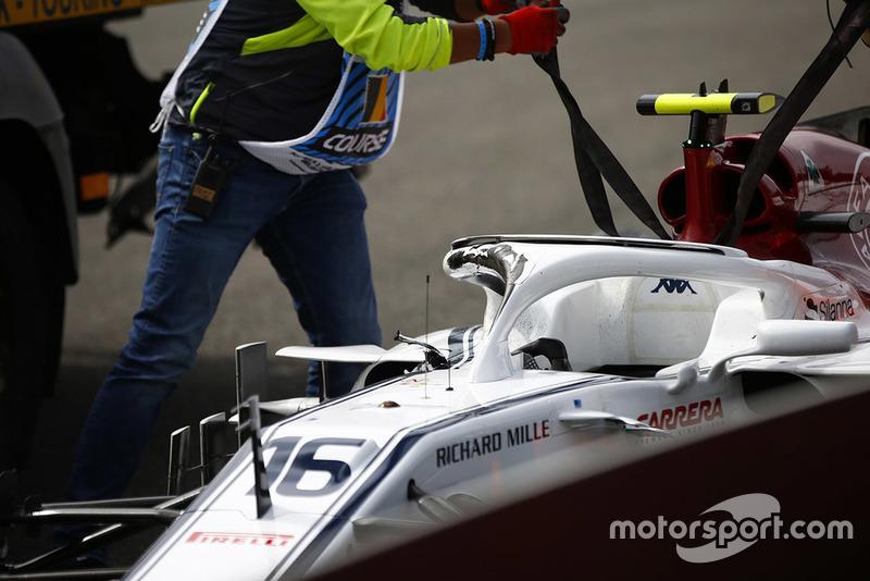Charles Leclerc, Alfa Romeo Sauber C37, retires on the opening lap