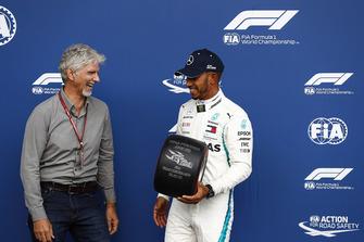 Damon Hill presents pole sitter Lewis Hamilton, Mercedes AMG F1, with a Pirelli pole award trophy