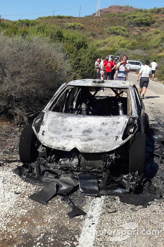 Coche quemado de Craig Breen, Scott Martin, Citroën World Rally Team Citroën C3 WRC