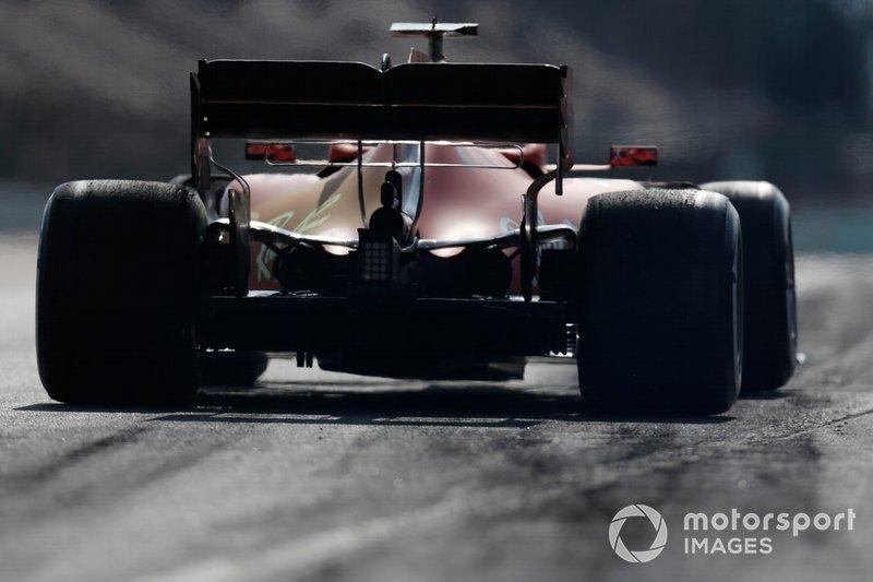 Sebastian Vettel, Ferrari SF90, con la vernice aerodinamica sul cofano motore