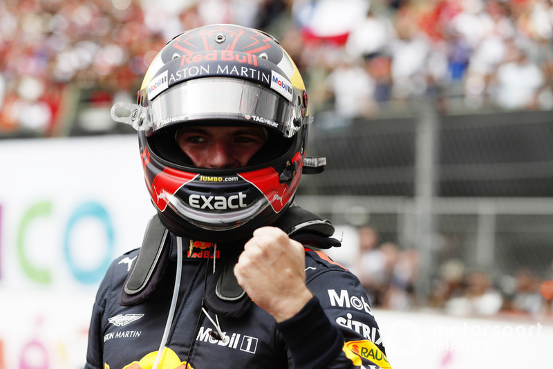 Max Verstappen, Red Bull Racing RB14, celebra en el parque de Ferme después de ganar la carrera