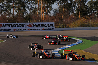 Artem Petrov, Van Amersfoort Racing Dallara F317 - Mercedes-Benz, Sophia Flörsch, Van Amersfoort Racing Dallara F317 - Mercedes-Benz