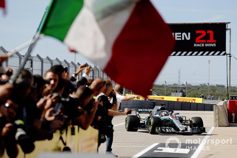 Обладатель третьего места Льюис Хэмилтон, Mercedes AMG F1 W09