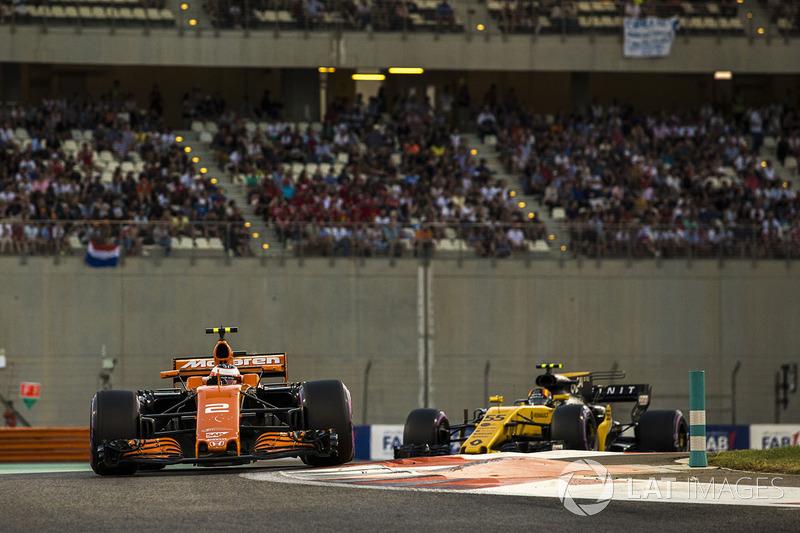Stoffel Vandoorne, McLaren MCL32 and Carlos Sainz Jr., Renault Sport F1 Team RS17