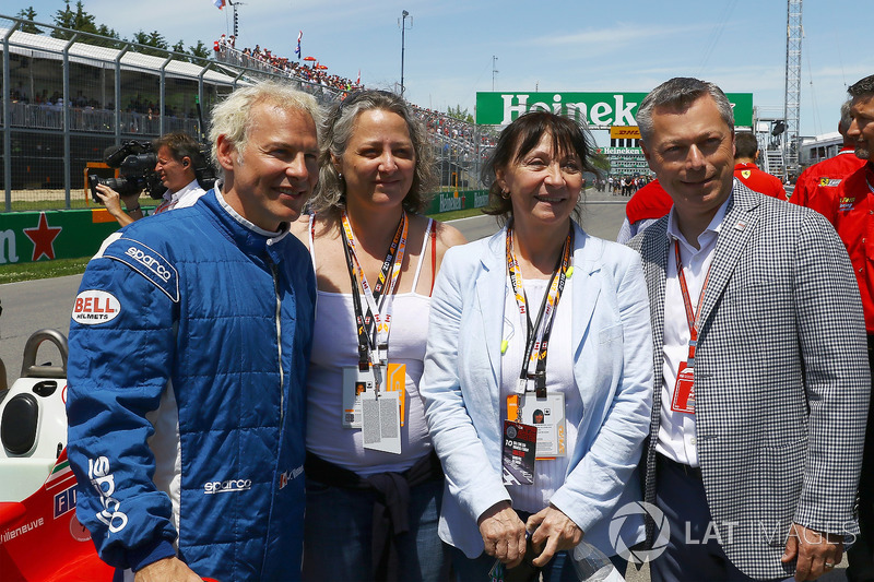 Jacques Villeneuve (CDN), Melanie Villeneuve (CDN), Joanne Villeneuve, and Francois Dumontier, Canad