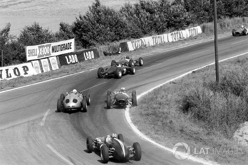 Гонка не добралась и до 20-го круга, когда остановился фон Трипс: отказала система охлаждения, и из выхлопной трубы Ferrari лилась вода. Команда попросила остальных своих пилотов чуть сбросить темп