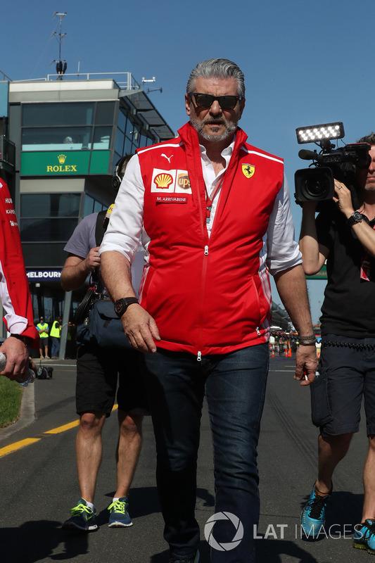 Maurizio Arrivabene, Team Principal Ferrari, cammina lungo il circuito