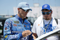 Kevin Harvick, Stewart-Haas Racing, Ford Fusion Busch Light with fans