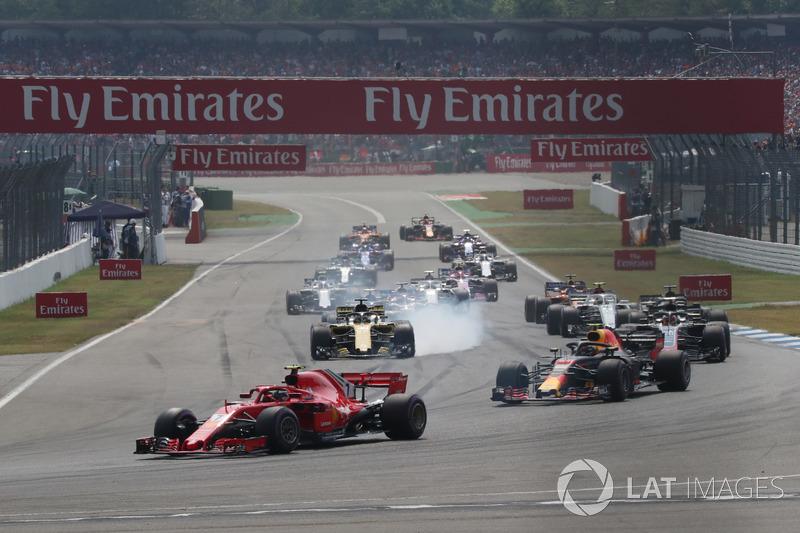 Kimi Raikkonen, Ferrari SF71H ve Max Verstappen, Red Bull Racing RB14