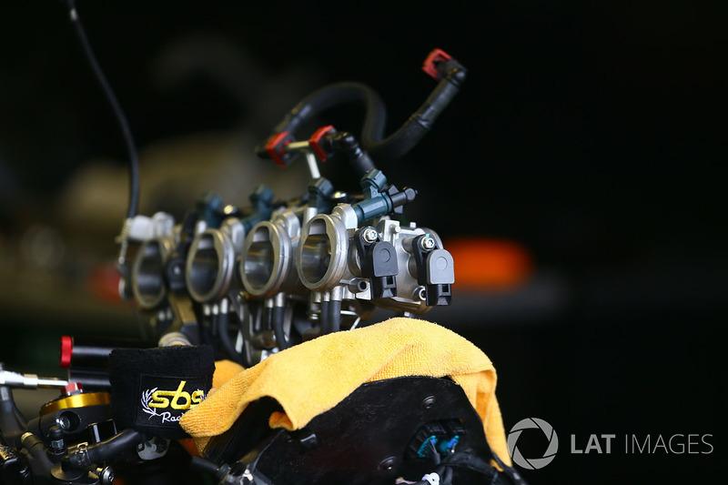 Kawasaki ZX6R throttle bodies