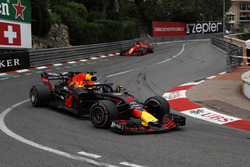 Даніель Ріккардо, Red Bull Racing RB14, лідирує