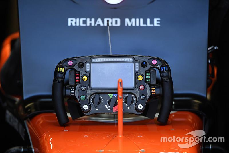McLaren MCL32, volante