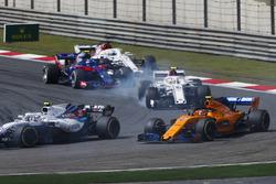 Sergey Sirotkin, Williams FW41 Mercedes, devant Stoffel Vandoorne, McLaren MCL33 Renault, Charles Leclerc, Sauber C37 Ferrari, Pierre Gasly, Toro Rosso STR13 Honda, et Marcus Ericsson, Sauber C37 Ferrari