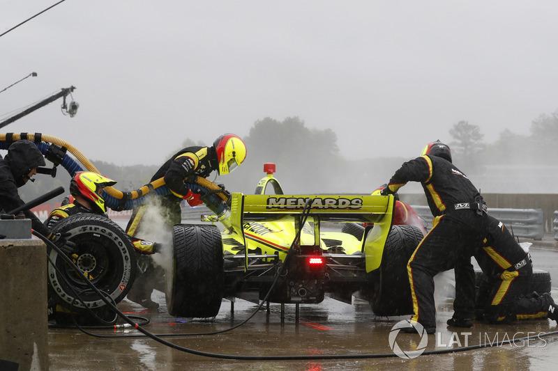 Simon Pagenaud, Team Penske Chevrolet, au stand