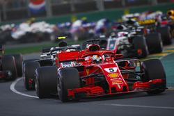 Sebastian Vettel, Ferrari SF71H, Kevin Magnussen, Haas F1 Team VF-18 Ferrari, Max Verstappen, Red Bull Racing RB14 Tag Heuer, Romain Grosjean, Haas F1 Team VF-18 Ferrari, and the remainder of the field at the start