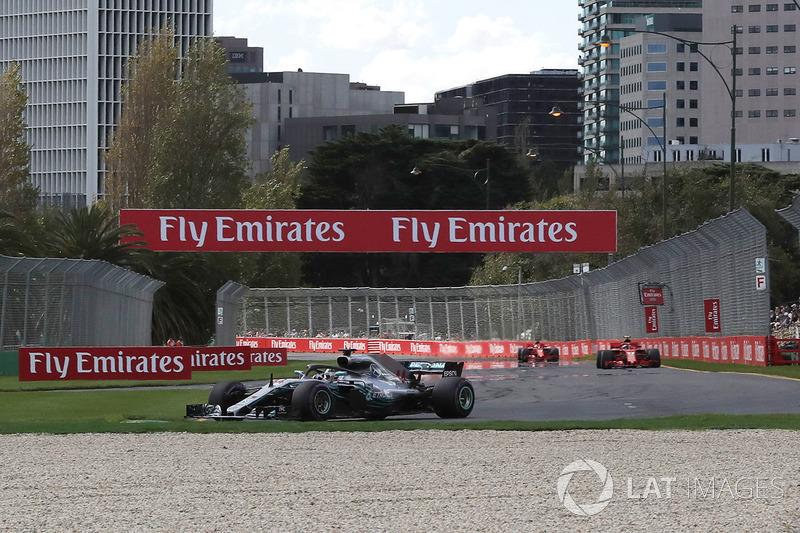 Льюіс Хемілтон, Mercedes-AMG F1 W09, лідирує