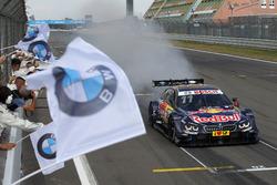 Zieldurchfahrt: Marco Wittmann, BMW Team RMG, BMW M4 DTM