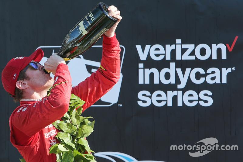 Winner Scott Dixon, Chip Ganassi Racing Chevrolet