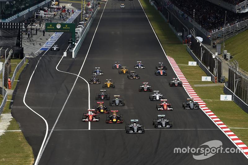 Sebastian Vettel, Ferrari SF16-H; Kimi Räikkönen, Ferrari SF16-H