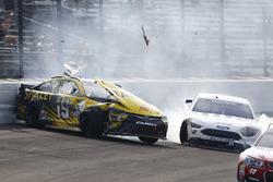 Choque de Carl Edwards, Joe Gibbs Racing Toyota