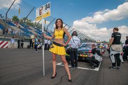 Gridgirl für Maximilian Götz, Mercedes-AMG Team HWA, Mercedes-AMG C63 DTM