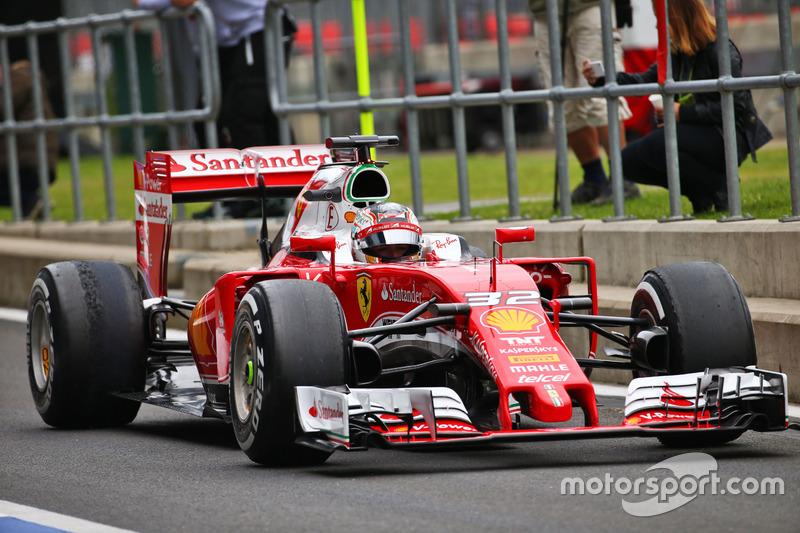 Charles Leclerc, piloto de pruebas, con el Ferrari SF16-H