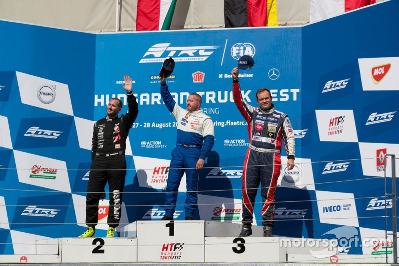 Podium: Race winner Jochen Hahn, MAN; second place Norbert Kiss, Mercedes-Benz; third place Adam Lac