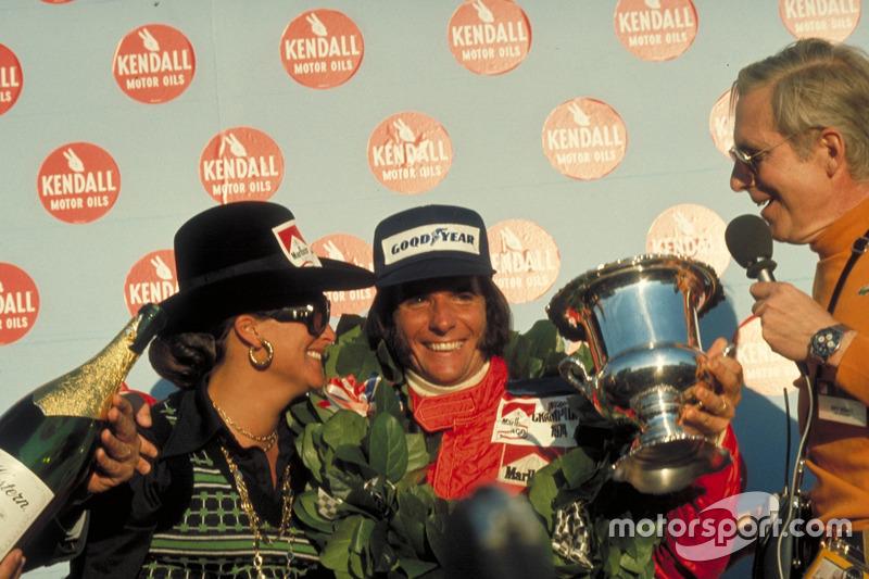 Le vainqueur Emerson Fittipaldi, McLaren