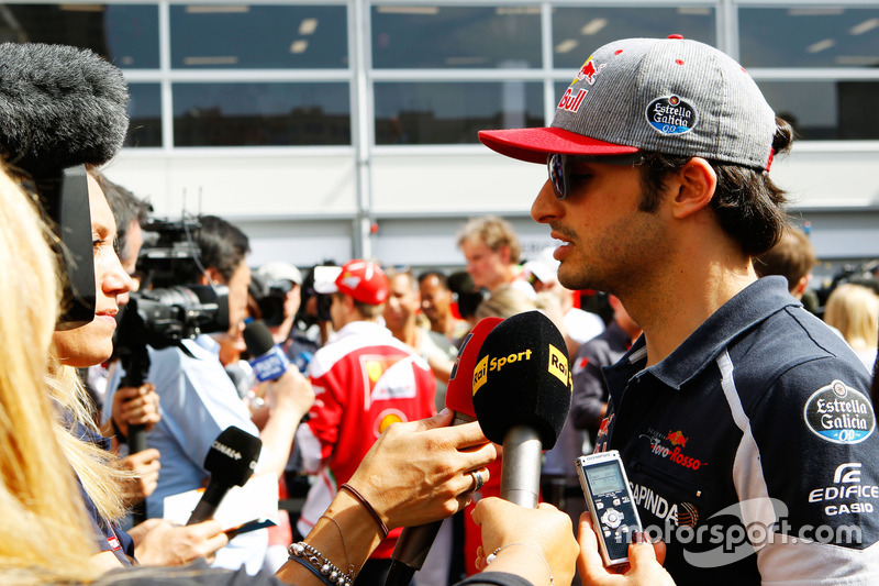 Карлос Сайнс-мол., Scuderia Toro Rosso, ЗМІ