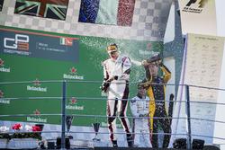 Podium: le deuxième Jack Aitken, ART Grand Prix, le vainqueur George Russell, ART Grand Prix, le troisième Anthoine Hubert, ART Grand Prix