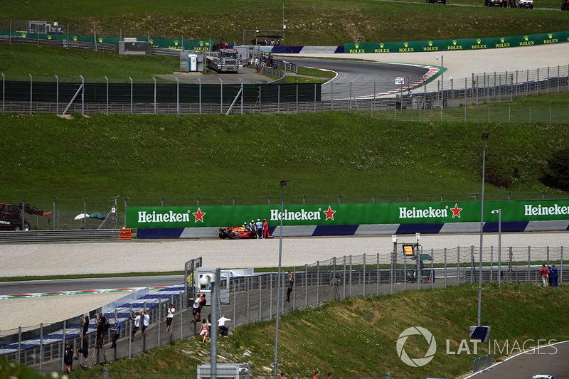 Макс Ферстаппен, Red Bull Racing RB13, схід на першому колі гонки