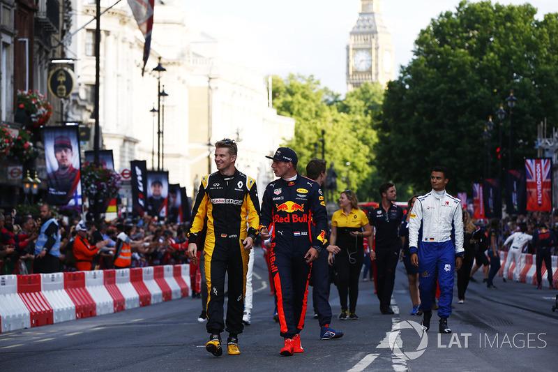Ніко Хюлькенберг (Renault) та Макс Ферстаппен (Red Bull)