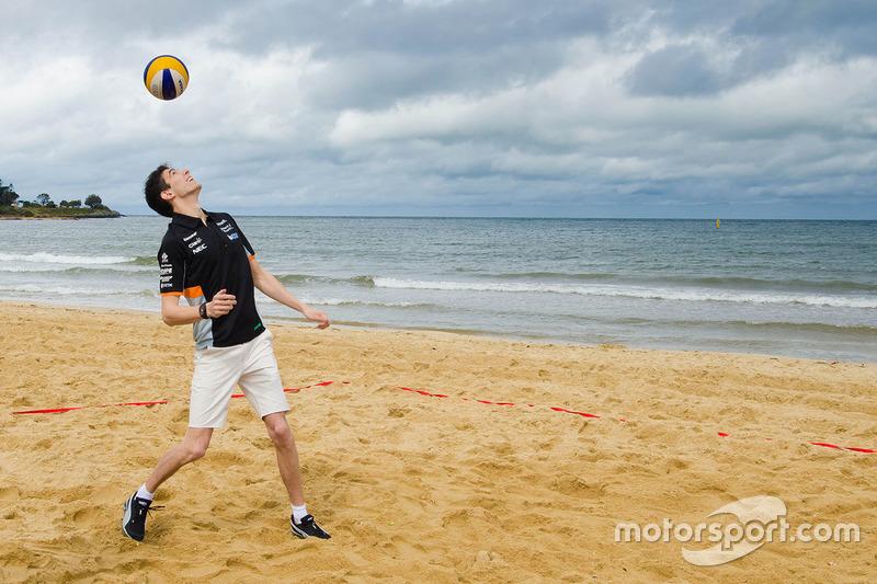 Esteban Ocon, Sahara Force India F1 Team en la playa Brighton