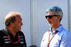 Robert Fernley, Sahara Force India F1 Team subdirector con Damon Hill, presentador de deportes de Sky
